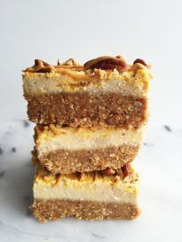 No-Bake Pumpkin Swirl Cheesecake Bars that are vegan and gluten-free. Made with deliciously easy and healthy ingredients and no oven necessary! Vegan Pumpkin, Baked Pumpkin, Pumpkin Pie Spice, Pumpkin Recipes, Cheesecake Paleo, Pumpkin Swirl Cheesecake, Taste Of Home, Apple Smoothies, Salty Cake