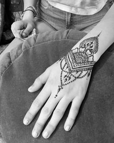 Come get Henna from me today at Alameda Summer Art Fair. Artist's special starts…