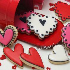 Hearts▪#❤ ▪ #hearts #pink #red #edibleart #sugarcraft #sopretty #sugarcookies #sugarart #customcookies #cookies #decoratedcookies #valentines #biscoitosdecorados #confeitaria #picoftheday #instacookies #toronto #cupcakeproject #mycupcakeaddiction #torontofood #torontocookies #yum #customcookies #nomnom #cookie #madebyme #handmade #baking #bomdia #madaboutcookies