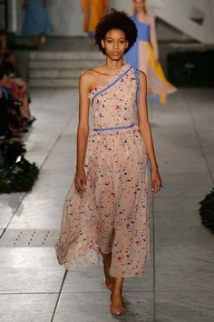 Carolina Herrera ready-to-wear spring/summer '18 - This Trendy  Vouge Fashion just sold on Wrhel.com Want to know what she paid for it? Check it out.