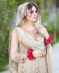 Beautiful bridal walima makeup and hairstyle 😍 Share your thoughts via commen. Pakistani Wedding Outfits, Bridal Lehenga Choli, Pakistani Bridal Dresses, Pakistani Wedding Dresses, Pakistani Couture, Nikkah Dress, Shadi Dresses, Simple Pakistani Dresses, Pakistani Dress Design