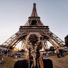 I'm in Paris it so much beauty and love why I'm  happy for my beautiful life