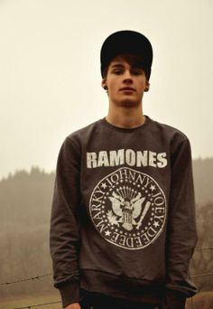 no clue who he is....but hes attractive ;)