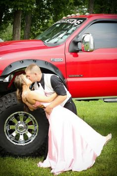 i wish i couldve taken a cute prom picture like this =[