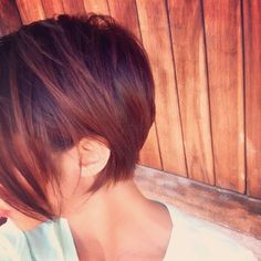 Love this long pixie haircut.