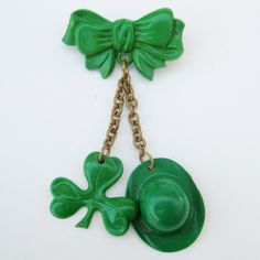 30s/40s St. Patrick's day brooch. Lifting my jaw off the floor now....