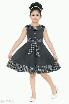 Learn how to make beautiful children's dresses with a step by step explained in video lessons, completely online. bill producing beautiful pieces for our . Kids Dress Wear, Kids Gown, Baby Frocks Designs, Kids Frocks Design, Girls Dresses Sewing, Little Girl Dresses, African Dresses For Kids, Baby Dress Design, Baby Girl Dress Patterns
