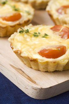 Une recette parfaite pour l'apéro : la tarte au thon et à la moutarde ! #recette #apero #fetedesvoisins #tomate #quiche #moutarde #rapide #facile #amis