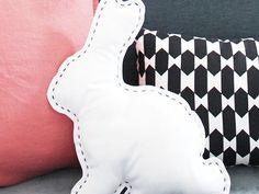 Tutoriel DIY: Coudre un coussin en forme de lapin via DaWanda.com