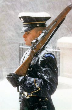 Tomb of the Unknown Soldier Arlington National Cemetery. 24 hours a day, 365 days a year there is an American Patriot Guarding The Unknown Soldier Cemetery, no matter how bad the weather is. Military Love, Military Photos, Military Humor, Military Service, Military Police, Military Personnel, Military History, Gi Joe, Luftwaffe