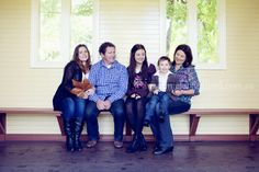 A family gathers from Queensland in beautiful gardens in Geelong for a family portrait session.
