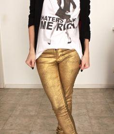 Los jeans metalizados son un #must de esta temporada...lúcelos con blusas de chiffon para un look sofisticado o con franelas estampadas para un look glam rock
