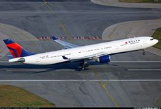 A Delta Air Lines Airbus In The U. flexing her wings at Chek Lap Kok Domestic Airlines, Aviation Industry, Air Lines, Civil Aviation, Commercial Aircraft, British Airways, Aircraft Pictures, Aeroplanes, Air Travel