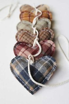 love bunting-- great for ways to use old shirts and left over fabric! Christmas Sewing, Handmade Christmas, Christmas Crafts, Christmas Ornaments, Christmas Tree, Old Shirts, Dad To Be Shirts, Sewing Crafts, Sewing Projects