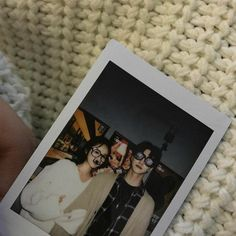 Image about girl in ISA 💕 by Isa on We Heart It Korean Best Friends, Boy And Girl Best Friends, Photo Polaroid, Polaroid Pictures, Ulzzang Korean Girl, Ulzzang Couple, Relationship Goals Pictures, Cute Relationships, Cute Couples Goals