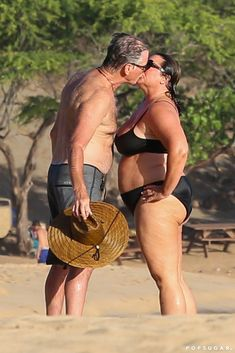 Pierce Brosnan and wife Keely Shaye Smith got a smooch in while on the beach in Hawaii in May Autumn Fashion Women Fall Outfits, Fall Outfits For Work, Casual Fall Outfits, Pierce Brosnan Wife, Bad Boys Movie, White Hair Highlights, Mature Women Hairstyles, Crazy Girlfriend Meme, Great Movies To Watch