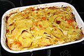 potatoes, garlic, cream, milk, muskat, kräutersalz, pepper, gemüsebrühe, butter