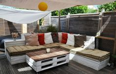 The White Diy Pallet Sectional Sofa Project - DIY outdoor furniture design ideas - This design will help you build a sofa set out of old pallets, and therefore it will cost you next to nothing Outdoor Furniture Design, Pallet Furniture, Outdoor Spaces, Outdoor Living, Outdoor Decor, Pallet Exterior, Banquette Palette, Palette Bench, Terrazas Chill Out