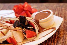 Crepe com biscoito, morango e Nutella... Quero agora!