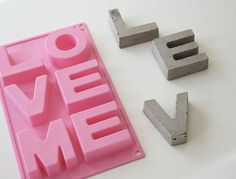 I found this silicon form at a supermarket near by. It´s originally for baking but is great to make concrete letters in. Mix the concrete as show on the package and fill the form. Follow the instructions for the right drying time. After you taken out the letters from the form you might need to sandpaper the edges, for that smooth feeling.