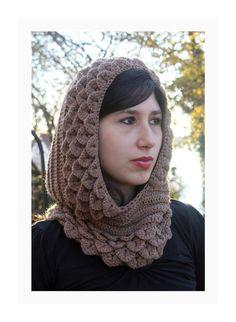 easy women crochet hood pattern with crocodile stitch. Crochet Hood, Knit Or Crochet, Crochet Scarves, Crochet Shawl, Crochet Crocodile Stitch, Stitch Crochet, Dragon En Crochet, Knitting Patterns, Crochet Patterns