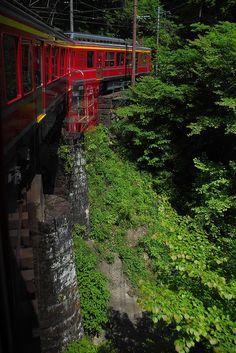 Hakone Tozan Line, Japan Mountain tram Around The World In 80 Days, Places Around The World, Around The Worlds, Hakone Japan, Japan Honeymoon, Japon Tokyo, Japan Holidays, Japanese Travel, Japanese Aesthetic