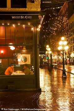 Historic Gastown, Vancouver, Canada ....this reminds me of the U2 concert with Amy and eat at this wonderful WSC.