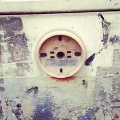天王寺駅の裏にある、消火栓の顔