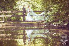 """Ještě jedna """"dlouhozávojová"""" z parádní svatby Aleny a Romana v Trhových Svinech. #svatba #wedding #svatebnifoto #weddingphoto #svatebnifotograf #weddingphotographer #czechwedding #czech #czechphotographer #czechweddingphotographer #nevesta #zenich #trhovesviny #most #zavoj #dlouhejzavoj #dlouhyzavoj #nevestanamoste #mamsvojipracirad #fotiltomilan  Více svatebních fotek najdete na: www.instagram.com/mhavlifoto Outdoor Furniture, Outdoor Decor, Milan, Instagram Posts, Backyard Furniture, Lawn Furniture, Outdoor Furniture Sets"""
