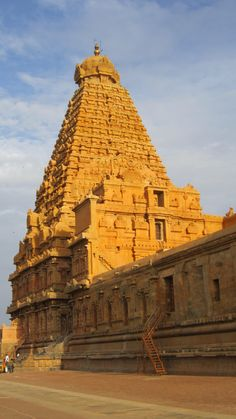 Chola Temples, Temple Drawing, Indian Temple Architecture, Parrot Painting, Temple India, Hindu Culture, Beautiful Places To Visit, Incredible India, Ancient Art