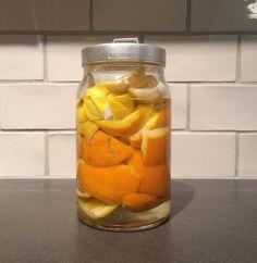 Bästa rengöringsmedlet gör du själv med citrus och ättika