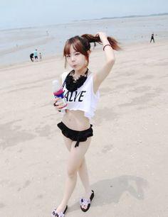 Cute and classy swimwear maybe even add cat ears? Cute Asian Girls, Beautiful Asian Girls, Cute Girls, Japanese Fashion, Asian Fashion, Teen Fashion, Hong Young Gi, Park Hyung Seok, Korean Bikini