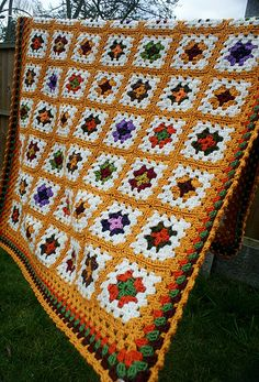 Granny square blanket in white & yellow (no pattern)