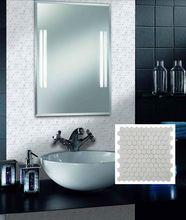la pared de mosaico de mármol de diseño moderno y baja <strong> <…