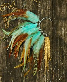 This beautiful feather ear cuff was made using natural turquoise hackle feathers and gold chain. The ear cuff is adjustable! I ship items within 2-3