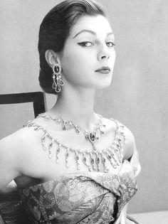 Fiona Campbell-Walter modeling jewels by Cartier in a 1951 photo by Henry Clarke