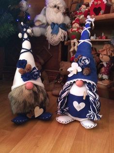 1051 best Folklore: Nisse, Tomte, Gnomes and More! Christmas Gnome, Christmas Projects, Holiday Crafts, Scandinavian Gnomes, Scandinavian Christmas, Gnome Ornaments, Christmas Decorations, Christmas Ornaments, Felt Crafts