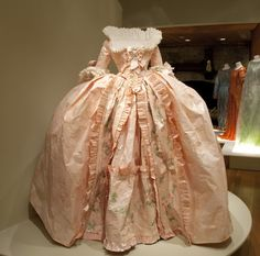 Pink Dress, costume realized at the occasion of the installation of the Marie Antoinette Bathroom at the Palace of Versailles. Inspired by ca. 1776 engraving in the collection of the Musée du Louvre, Paris Courtesy Hillwood Estate, Museums and Gardens © Créations Isabelle de Borchgrave