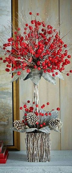 Rustic Christmas Decorating Ideas: Whether it's a cabin in the woods or a home in the city, add a rustic touch to your decor & create a holiday retreat. Christmas Flowers, Noel Christmas, Country Christmas, Christmas Wreaths, Christmas Ornaments, Christmas Arrangements, Christmas Centerpieces, Xmas Decorations, Floral Arrangements