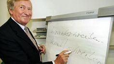 Hans Zehetmair (78/CSU) war von 1986 bis 2003 erst als Kultus-, dann als Wissenschaftsminister Mitglied des bayerischen Kabinetts. Im Mai dieses Jahres gab er nach zehn Jahren den Vorsitz der CSU-nahen Hanns-Seidel-Stiftung ab. Nach dem Ablauf seiner Amtszeit als Rechtschreibrats-Chef will er Ende 2016 auch diesen Posten räumen. Quelle: dpa