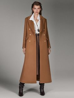 Women´s Catwalk Collection at Massimo Dutti online. Enter now and view our Spring Summer 2019 Catwalk Collection collection. Suede Coat, Wool Coat, Winter Coats Women, Coats For Women, Camel Coat Outfit, Mode Mantel, Langer Mantel, Catwalk Collection, Cashmere Wool