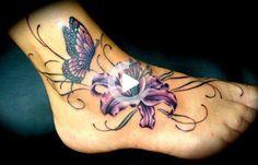 50 diseños impresionantes del tatuaje del pie   Cuded Butterfly Ankle Tattoos, Lily Flower Tattoos, Tattoos For Women Flowers, Foot Tattoos For Women, Butterfly Tattoo Designs, Sunflower Foot Tattoos, Foot Tattoos Girls, Flower Tattoo Foot, Tattoo Flowers
