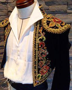 "114 curtidas, 1 comentários - ユキワードローブ (@yuki_wardrobe) no Instagram: ""【MNCS-001】バジル こちらの衣装はまだHPに掲載されておりませんが、貸し出ししております🙇🏻♀️皆様のご利用お待ちしております✨ #ユキワードローブ #バレエ #レンタル衣装 #男性衣装…"" Nutcracker Ballet Costumes, Theatre Costumes, Dance Costumes, Dress Outfits, Cute Outfits, Fashion Outfits, Military Inspired Fashion, Ballet Boys, Live Fashion"