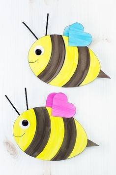 Archives Fireflies and Mud Pies easy paper crafts for kids - Paper Crafts Bees For Kids, Bee Crafts For Kids, Summer Crafts, Toddler Crafts, Preschool Crafts, Fox Crafts, Insect Crafts, Paper Plate Crafts, Paper Crafts For Kids