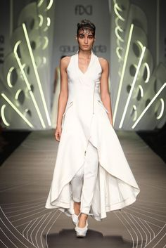 #AIFW #AW15 #AIFWAW15 #IndianFashion #GauravGupta #Butterfly #White #Gold #SariGown #Dresses #Suits #Structured #Lustre #GGStudio