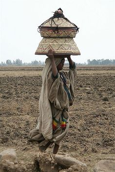 Africa | Girl carrying basket on her head; used as a table and as a recipient to transport the food.  Ethiopia. | © Eric Lafforgue