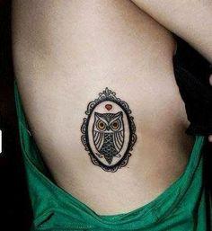Tatuagem de Coruja Feminina | Minimalista na costela