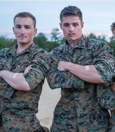 Pin by brett kuhl on uniformed men in 2019 Sexy Military Men, Army Men, Hot Cops, Cute Gay Couples, Hommes Sexy, Men In Uniform, Raining Men, Attractive Men, Muscle Men