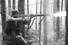 German paratroopers in action with MG-42