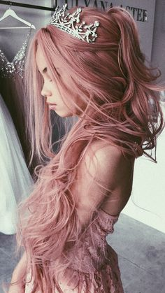 Pink hair color ideas Those looking for pink hairstyles here! The popularity of pink hair continues to increase day by day. Hair Inspo, Hair Inspiration, Grunge Hair, Cool Hair Color, Hair Colors, Hair Dos, Pretty Hairstyles, Braid Hairstyles, Teenage Hairstyles